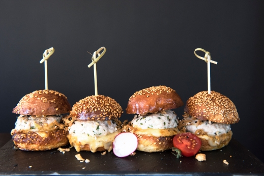 WINERY_Burgers_de_volaille_Credit_Cici_Olsson